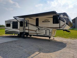 2015 40 ft Montana fifth wheel. for Sale in Kingsley, MI