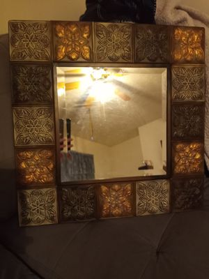 Beautiful antique design mirror for Sale in Columbus, OH