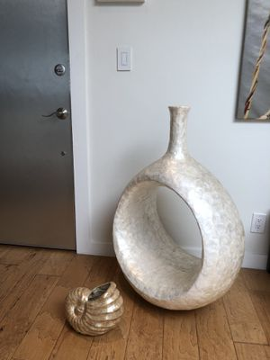 Home decorative pieces. Seashell vase for Sale in Los Angeles, CA