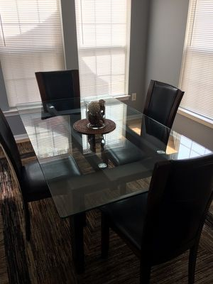 Glass Dining Room Table w/chairs for Sale in Odenton, MD