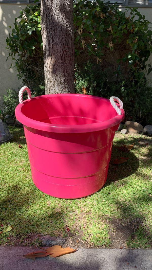 Hot pink drink tub