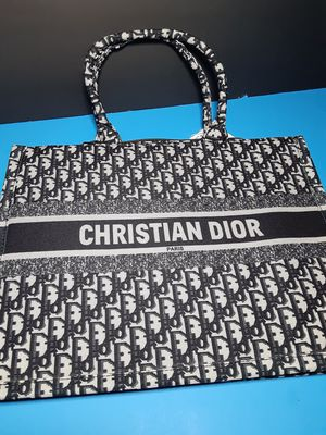 Christian dior bag for Sale in Raleigh, NC