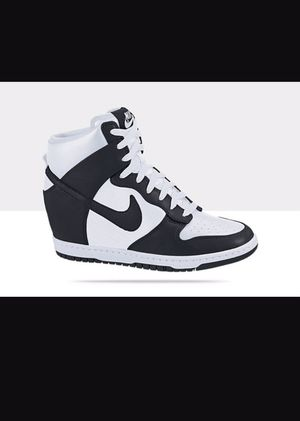 641a91130a7 Wedge Nike sneaker black and white for Sale in Arlington Heights