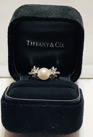 Tiffany Platinum Diamond and Pearl Ring Sz 6 for Sale in Lorton, VA