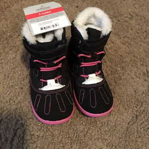 Brand new baby girl snow boots size 5 for Sale in Trevor, WI