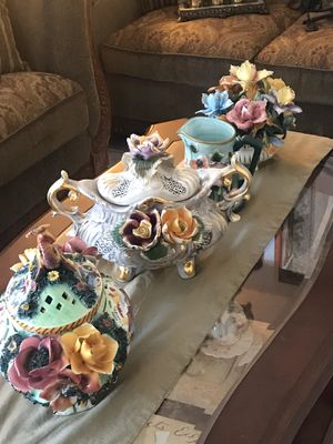 Ceramic vase with color flowers made Italy price 15to 30 each all 80 for Sale in New Port Richey, FL