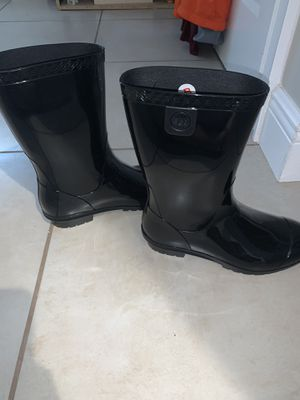 Women's ugg rain boots for Sale in Kissimmee, FL