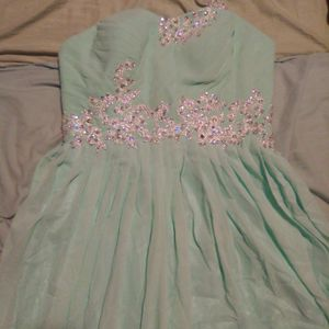 Prom Dress Size 6 for Sale in Douglasville, GA