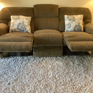 Lazyboy Recliner, clean No Smoking Or Pets for Sale in Tigard, OR