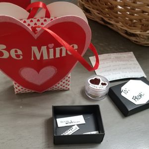 Bag, Magnets, Gift Box, Container Perfect For Gift Giving for Sale in Appleton, WI