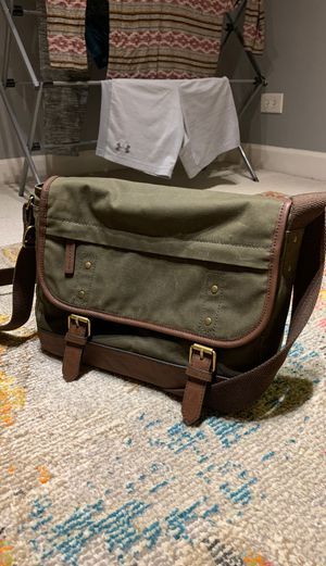 *BRAND NEW* FOSSIL Canvas Messenger Bag (Olive Green) for Sale in Chicago, IL
