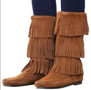 Minnetonka fringe moccasin calf high boots Size 6 for Sale in Vancouver, WA