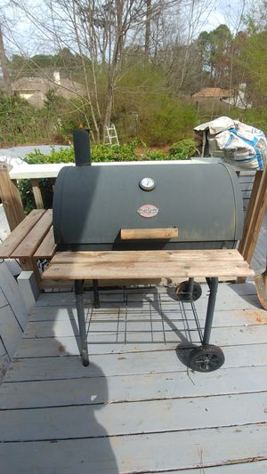 BBQ charcoal grill for Sale in Duluth, GA