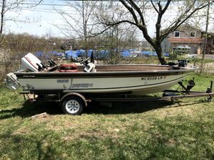 82 yar-craft center console for Sale in West Bloomfield Township, MI