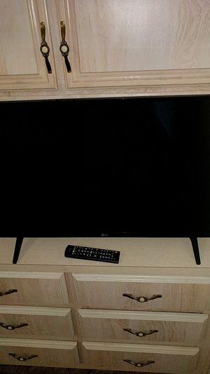 LG 32 Flat Screen 6 Months Old! for Sale in Payson, AZ