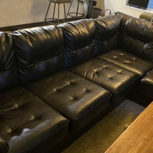 Leather Couch NO BLEMISHES for Sale in Vancouver, WA