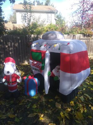 Large animated self inflated camper with santa that opens door & pops his head out for Sale in Concord, CA