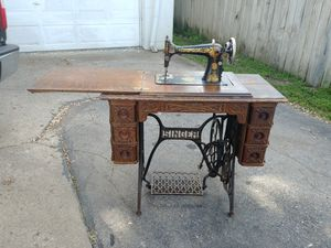 BEAUTIFUL Antique Singer Sewing Macine In Cabinet! for Sale in Hilliard, OH