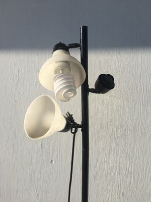3 head floor lamp comes with 1 light bulb for Sale in Clovis, CA
