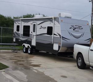 Travel trailer 2016 zinger by crossroads for Sale in Terrell, TX