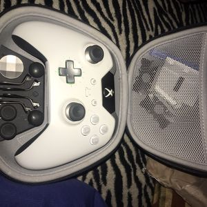 Xbox one elite controller for Sale in Bakersfield, CA