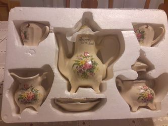 COUNTRY Garden TEA Set VINTAGE STILL in The Box REALLY NEAT for Sale in Arnold,  MO