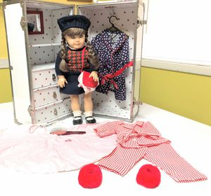 "American Girl Molly doll 18"" and Trunk Chest Pleasant Company 1986 for Sale in Riverdale, GA"