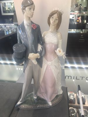 Authentic lladro Bride and Groom collectible figurine for Sale in Fort Lauderdale, FL
