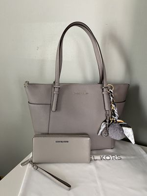 Michael Kors tote bag with wallet for Sale in Garden Grove, CA