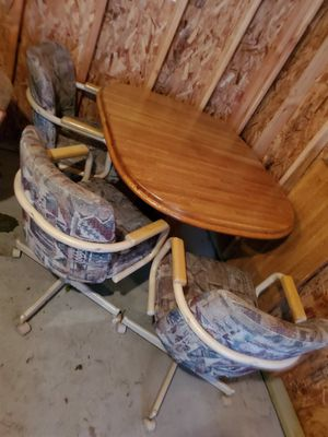Oak kitchen table 3 chairs for Sale in Redford Charter Township, MI