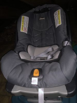 Chicco Infant car seat and base - no accidents for Sale in Southington, CT