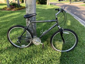 Diamondback Sorrento like new bicycle 20 inch frame and 26 inch tires in awesome awesome condition for Sale in Palm Harbor, FL