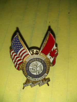 Canadian n American pin for Sale in Harrisburg, IL