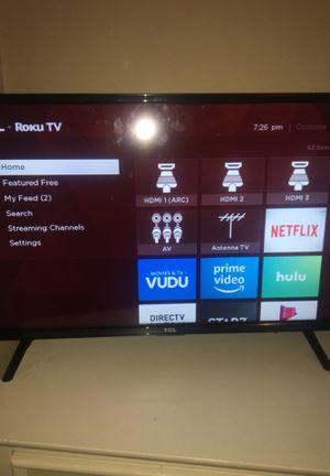 TCL Roku Tv (32 inch smart tv) for Sale in Fair Oaks, PA