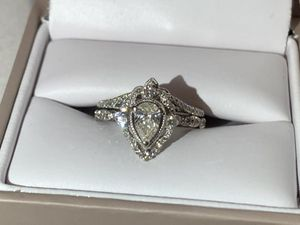 1.5 carat wedding set. Designer TRULY Zac Posen. Sold at Helzberg. Lifetime insurance plan. inspection paperwork and originals box & gift bag for Sale in Galena, KS