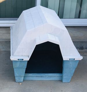 Dog House Medium/ Large dog for Sale in Moreno Valley, CA