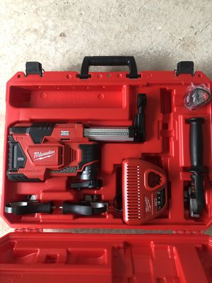 Milwaukee M12 HAMMERVAC for Sale in Elizabeth, NJ