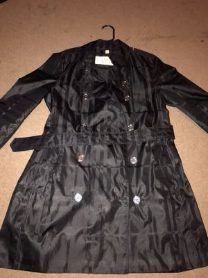 Women's Burberry trench coat (Brand new) never worn for Sale in Columbus, OH