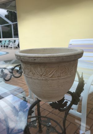 Plastic Decorative Flower Pot for Sale in Sarasota, FL