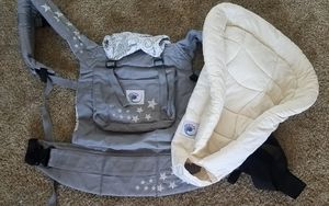 ERGO baby carrier backpack sling with newborn insert great for Halloween trick or treating for Sale in Tolleson, AZ