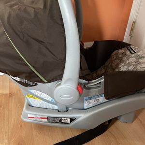 Infant Car seat with Base for Sale in Philadelphia, PA