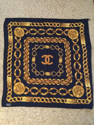 CHANEL RUE CAMBON 31 CHAIN LOGO LARGE SILK SQUARE SCARF for Sale in Bayport, NY