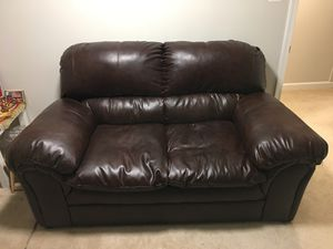 Leather Love Seat. Barely used and in great condition for Sale in Washington, DC