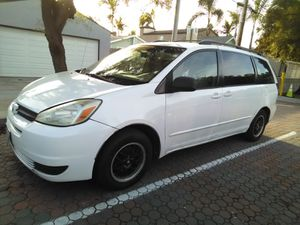 2005 Toyota Sienna pretty little dent in the fender passenger side only 98,000 original miles white minivan salvage title for Sale in San Diego, CA