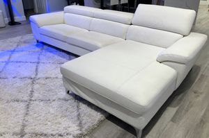 Faux leather modern couch with chaise for Sale in Pembroke Park, FL