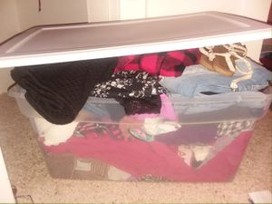 1 huge tub overflowing with clothes for Sale in US