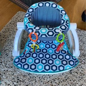 Sit Me up Chair For Baby's for Sale in Scappoose, OR