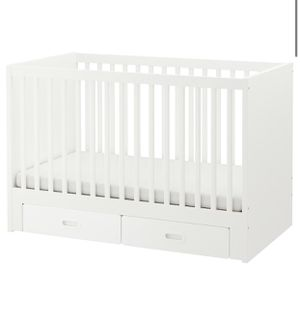 Baby crib with mattress and changing table with pad for Sale in Hallandale Beach, FL