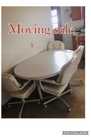 Dining table for Sale in Iowa City, IA