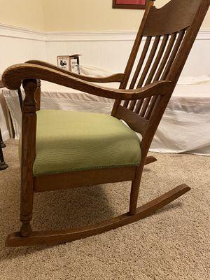 Antique Oak rocking chair for Sale in Palm Harbor, FL